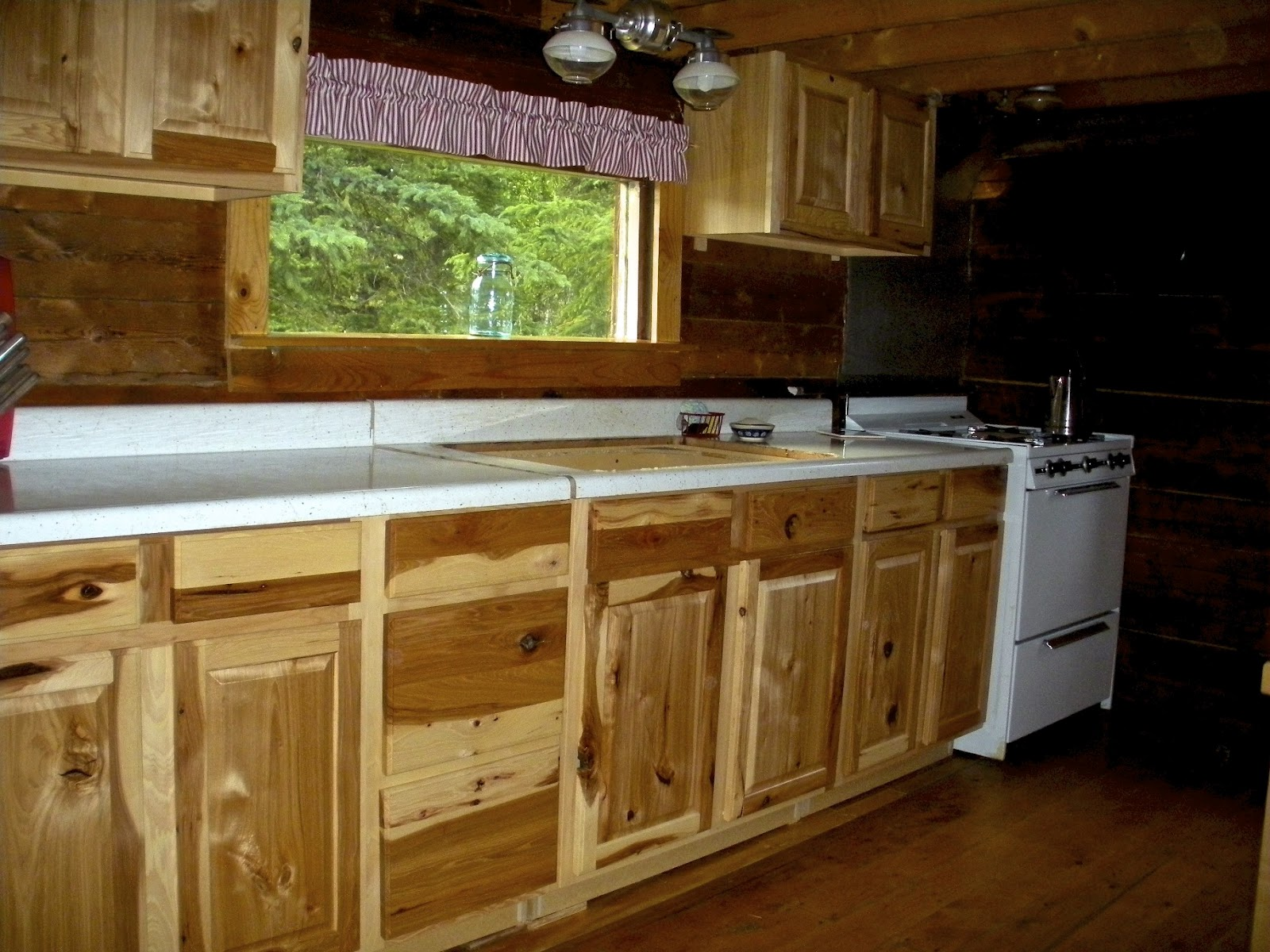 Lowes kitchen cabinets recommendation of the day home for Best quality kitchen cabinets