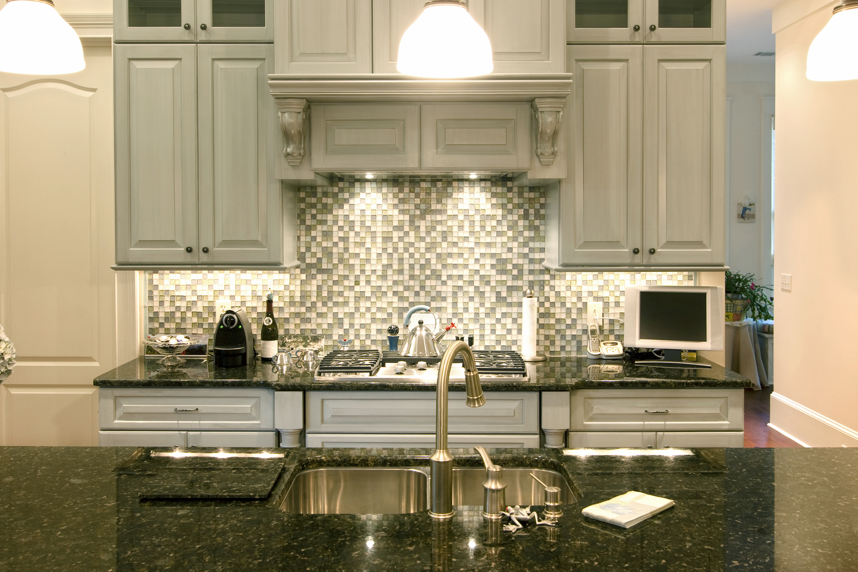 The best backsplash ideas for black granite countertops for Kitchen ideas with grey cabinets