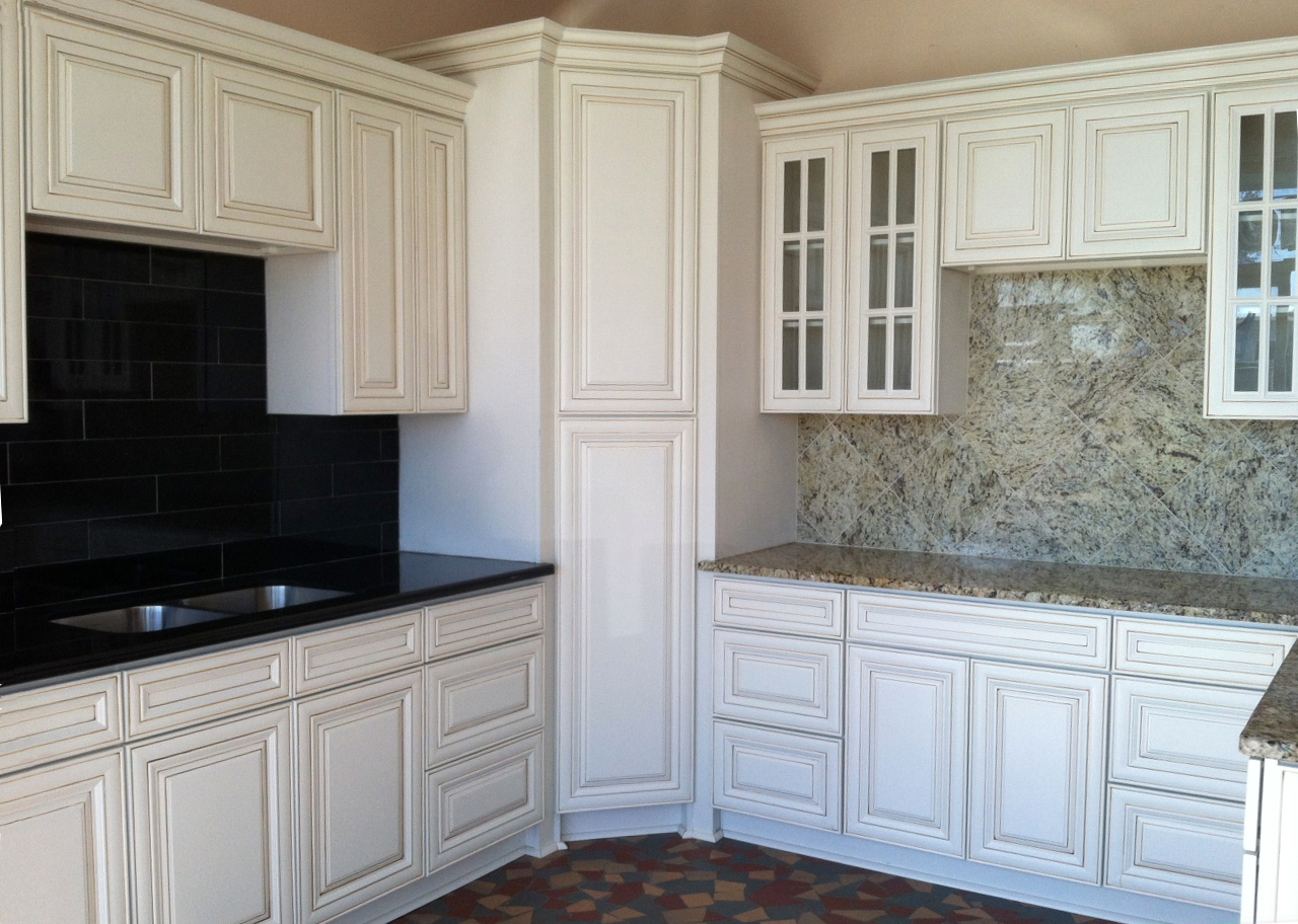 Antique kitchen corner cabinets - Painting Kitchen Cabinets Antique White