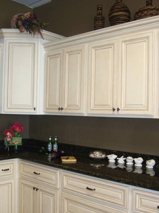 An antique white kitchen cabinet and furniture yes or no for Antique white kitchen cabinets