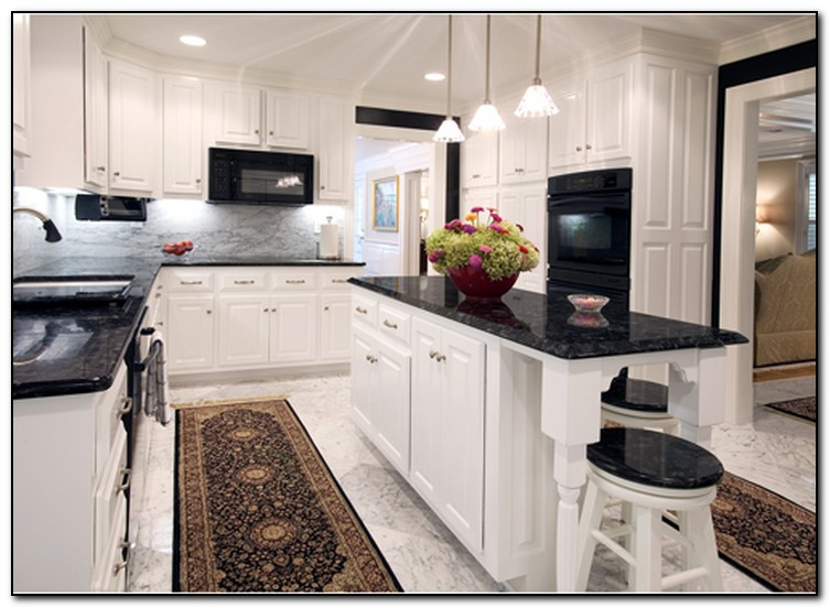 Black granite kitchen oak cabinets with granite for Kitchen cabinet colors with black granite
