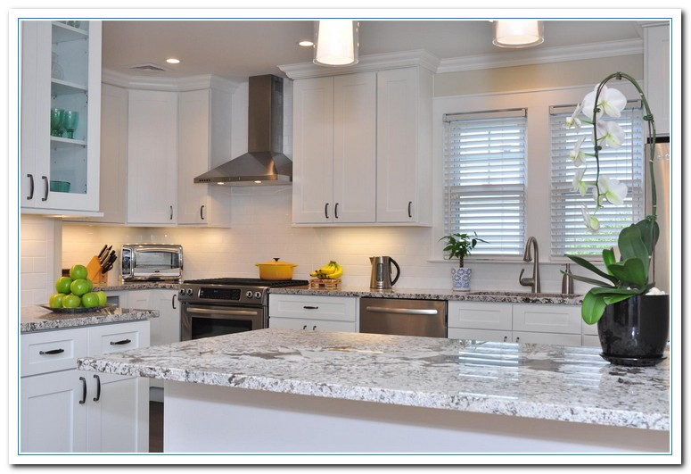 Applying shaker cabinets kitchen for functional design for Shaker style kitchen cabinets white
