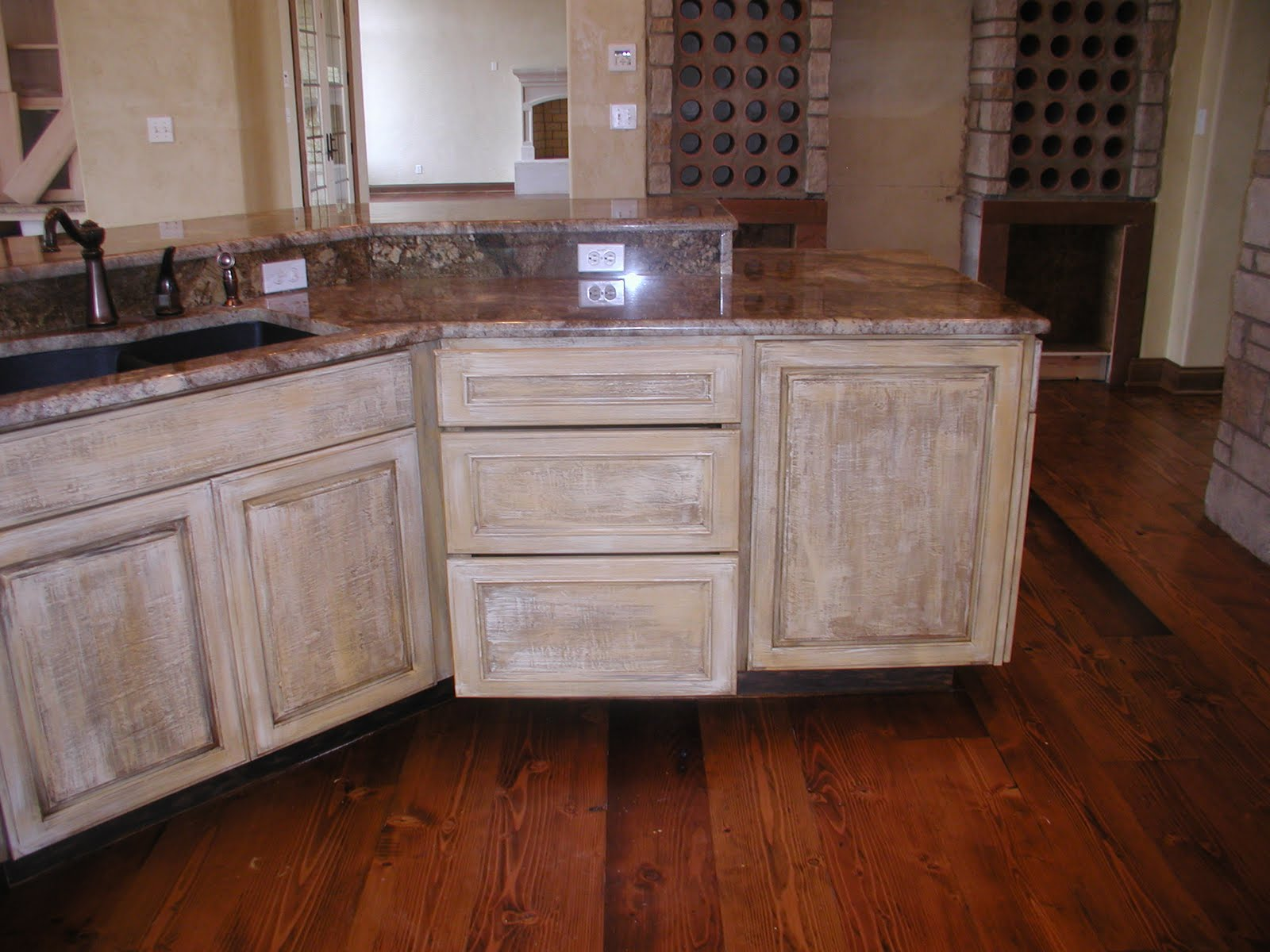White country kitchens for traditional taste home and for Distressed kitchen cabinets