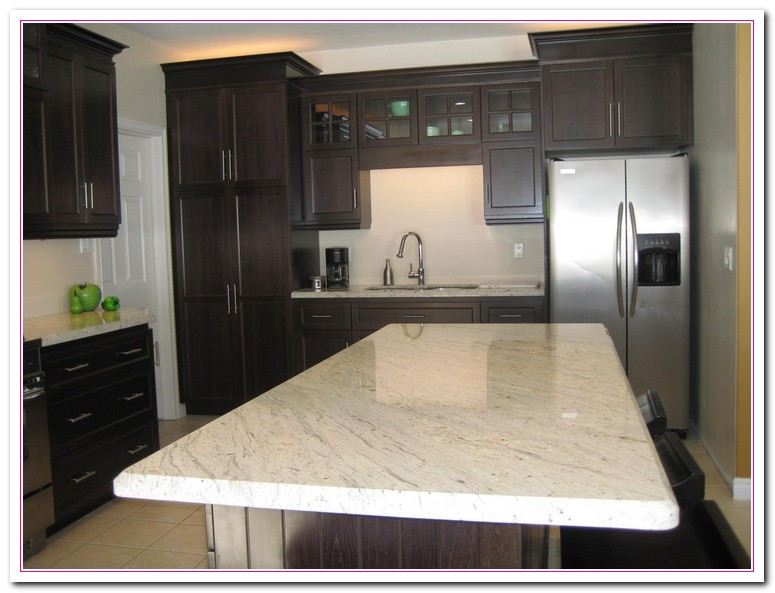 White Marble Counter : Working on white granite countertop for luxury kitchen