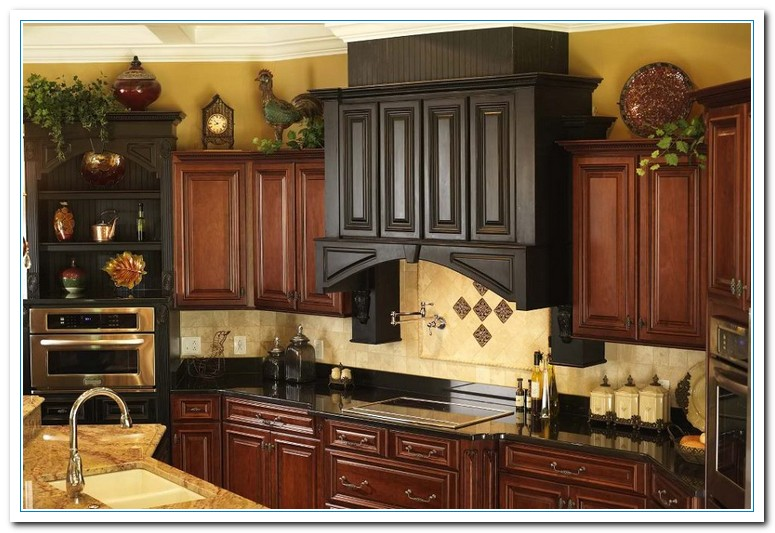 Kitchen cabinet decor for Above kitchen cabinets decorating ideas
