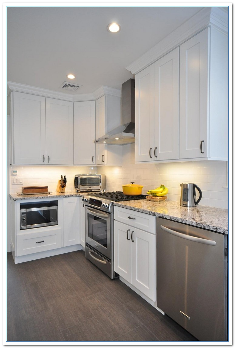 White shaker style kitchen cabinets shaker style kitchen for Shaker style kitchen cabinets white