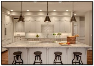 single pendant lighting over kitchen island