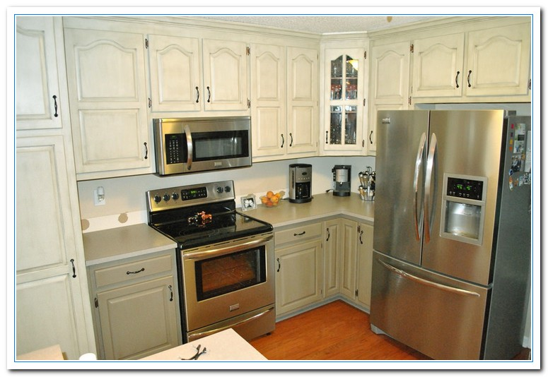 Two Tone Kitchen Cabinets Beautiful Diy Two Tone Kitchen
