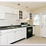kitchen cabinets white or wood